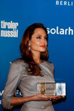 Angelina Jolie at Cinema for Peace in Berlin on 13th Feb 2012 (23).JPG