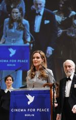 Angelina Jolie at Cinema for Peace in Berlin on 13th Feb 2012 (45).JPG