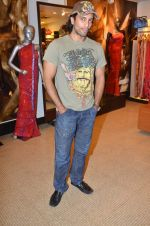 Akashdeep Saigal at Anjana Khutalia paints designer Pria Kataria Puri in Satya Paul Store on 16th Feb 2012 (63).JPG