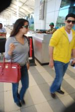 Amisha Patel snapped at airport, Mumbai on 16th Feb 2012 (1).JPG