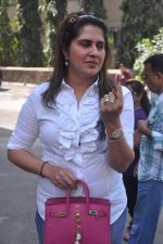 Anna Singh cast their votes in Maharashtra civic polls Mumbai on 16th Feb 2012 (140).JPG
