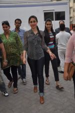 Kareena Kapoor promotes Ek Main Aur Ekk Tu at Bheegi Billi of 9X Music on 16th Feb 2012 (19).JPG