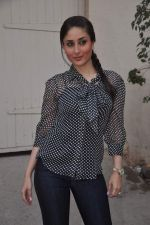 Kareena Kapoor promotes Ek Main Aur Ekk Tu at Bheegi Billi of 9X Music on 16th Feb 2012 (23).JPG