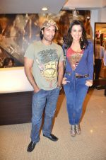 Pooja Bedi, Akashdeep Saigal at Anjana Khutalia paints designer Pria Kataria Puri in Satya Paul Store on 16th Feb 2012 (61).JPG