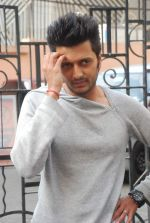 Ritesh Deshmukh on the sets of Dance India Dance in Famous on 20th feb 2012 (7).JPG