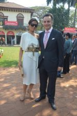 lata patel with husband at Poonawala breeders Multi Million race in Mumbai on 26th Feb 2012.JPG