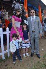 michelle, yohan ponawalla with kids at Poonawala breeders Multi Million race in Mumbai on 26th Feb 2012.JPG