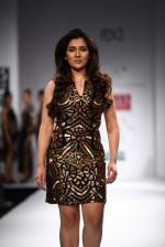 Narmada Govinda walks the ramp for Mynah_s Reynu Tandon at Wills Lifestyle India Fashion Week Autumn Winter 2012 Day 5 on 19th Feb 2012 (3).JPG