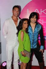 at Lakme fashion week opening bash in Blue Frog on 1st March 2012 (13).JPG