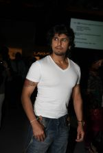 Sonu Nigam at Khushali Kumar Show at lakme fashion week 2012 in Grand Hyatt, Mumbai on 2nd March 2012 (49).JPG