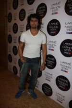 Sonu Nigam at Khushali Kumar Show at lakme fashion week 2012 in Grand Hyatt, Mumbai on 2nd March 2012 (71).JPG