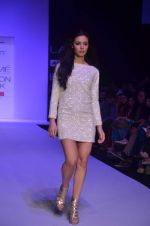Mia walk the ramp for Payal Kapoor Show at lakme fashion week 2012 Day 5 in Grand Hyatt, Mumbai on 6th March 2012 (3).JPG