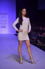 Mia walk the ramp for Payal Kapoor Show at lakme fashion week 2012 Day 5 in Grand Hyatt, Mumbai on 6th March 2012 (5).JPG