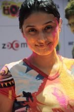 Ragini Khanna at Zoom Holi celebrations in Mumbai on 8th March 2012 (88).JPG