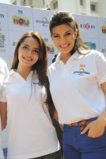 Shazahn Padamsee, Jacqueline Fernandez at Zoom Holi celebrations in Mumbai on 8th March 2012 (31).JPG