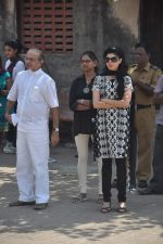 at joy mukherjee funeral in Mumbai on 10th March 2012 (108).JPG