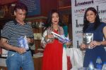 Rituparna Sengupta at Faceless book launch in Landmark, Mumbai on 15th March 2012 (5).JPG