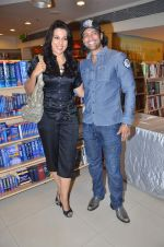 Pooja Bedi, Akashdeep Saigal at the launch of Kiran Manrals book in Crossword, Juhu on 16th March 2012 (30).JPG