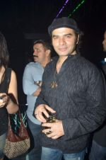 mohit chauhan at TRYST DJ Bunty throws a bday bash for Rajeeta Hemwani in Tryst, Mumbai on 16th March 2012.JPG
