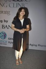 Alka Yagnik at anti aeging clinic launch by Sunita Banerjee in J W MArriott, Mumbai on 17th March 2012 (33).JPG