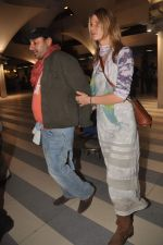 Vikram Chatwal arrives in India with gf in Mumbai Airport on 17th March 2012 (10).JPG