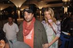 Vikram Chatwal arrives in India with gf in Mumbai Airport on 17th March 2012 (13).JPG
