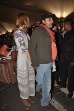 Vikram Chatwal arrives in India with gf in Mumbai Airport on 17th March 2012 (18).JPG