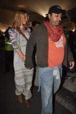 Vikram Chatwal arrives in India with gf in Mumbai Airport on 17th March 2012 (20).JPG