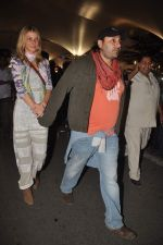 Vikram Chatwal arrives in India with gf in Mumbai Airport on 17th March 2012 (24).JPG