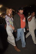Vikram Chatwal arrives in India with gf in Mumbai Airport on 17th March 2012 (27).JPG