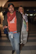 Vikram Chatwal arrives in India with gf in Mumbai Airport on 17th March 2012 (5).JPG