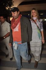 Vikram Chatwal arrives in India with gf in Mumbai Airport on 17th March 2012 (6).JPG