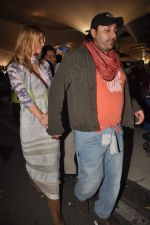 Vikram Chatwal arrives in India with gf in Mumbai Airport on 17th March 2012 (19).JPG