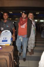 Vikram Chatwal arrives in India with gf in Mumbai Airport on 17th March 2012 (2).JPG