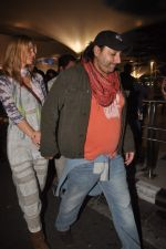 Vikram Chatwal arrives in India with gf in Mumbai Airport on 17th March 2012 (21).JPG