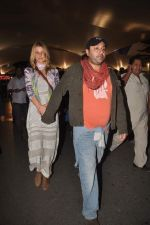 Vikram Chatwal arrives in India with gf in Mumbai Airport on 17th March 2012 (23).JPG