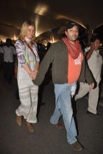 Vikram Chatwal arrives in India with gf in Mumbai Airport on 17th March 2012 (25).JPG