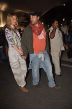 Vikram Chatwal arrives in India with gf in Mumbai Airport on 17th March 2012 (26).JPG