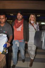 Vikram Chatwal arrives in India with gf in Mumbai Airport on 17th March 2012 (3).JPG