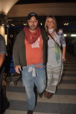 Vikram Chatwal arrives in India with gf in Mumbai Airport on 17th March 2012 (4).JPG
