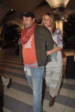 Vikram Chatwal arrives in India with gf in Mumbai Airport on 17th March 2012 (8).JPG
