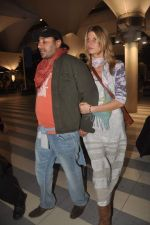 Vikram Chatwal arrives in India with gf in Mumbai Airport on 17th March 2012 (9).JPG