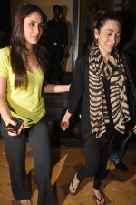 Kareena Kapoor, Karisma Kapoor watch agent vinod in Pixion, Bandra on 18th March 2012 (20).JPG