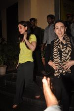 Kareena Kapoor, Karisma Kapoor watch agent vinod in Pixion, Bandra on 18th March 2012 (19).JPG