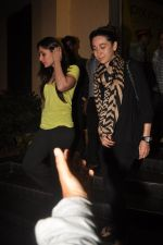 Kareena Kapoor, Karisma Kapoor watch agent vinod in Pixion, Bandra on 18th March 2012 (23).JPG