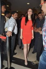 Kareena Kapoor promote Agent vinod in Kurla, Mumbai on 20th March 2012 (8).JPG