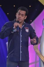 Salman Khan at IBN 7 Super Idols in Taj Land_s End on 20th March 2012 (84).JPG