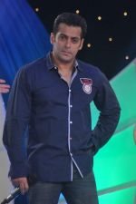 Salman Khan at IBN 7 Super Idols in Taj Land_s End on 20th March 2012 (85).JPG