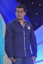Salman Khan at IBN 7 Super Idols in Taj Land_s End on 20th March 2012 (87).JPG