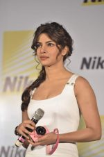 Priyanka Chopra launches Nikon 1 cameras in Mumbai on 21st March 2012 (35).JPG